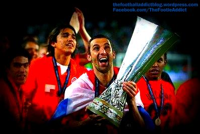 darijo srna lifting the uefa cup with shaktar